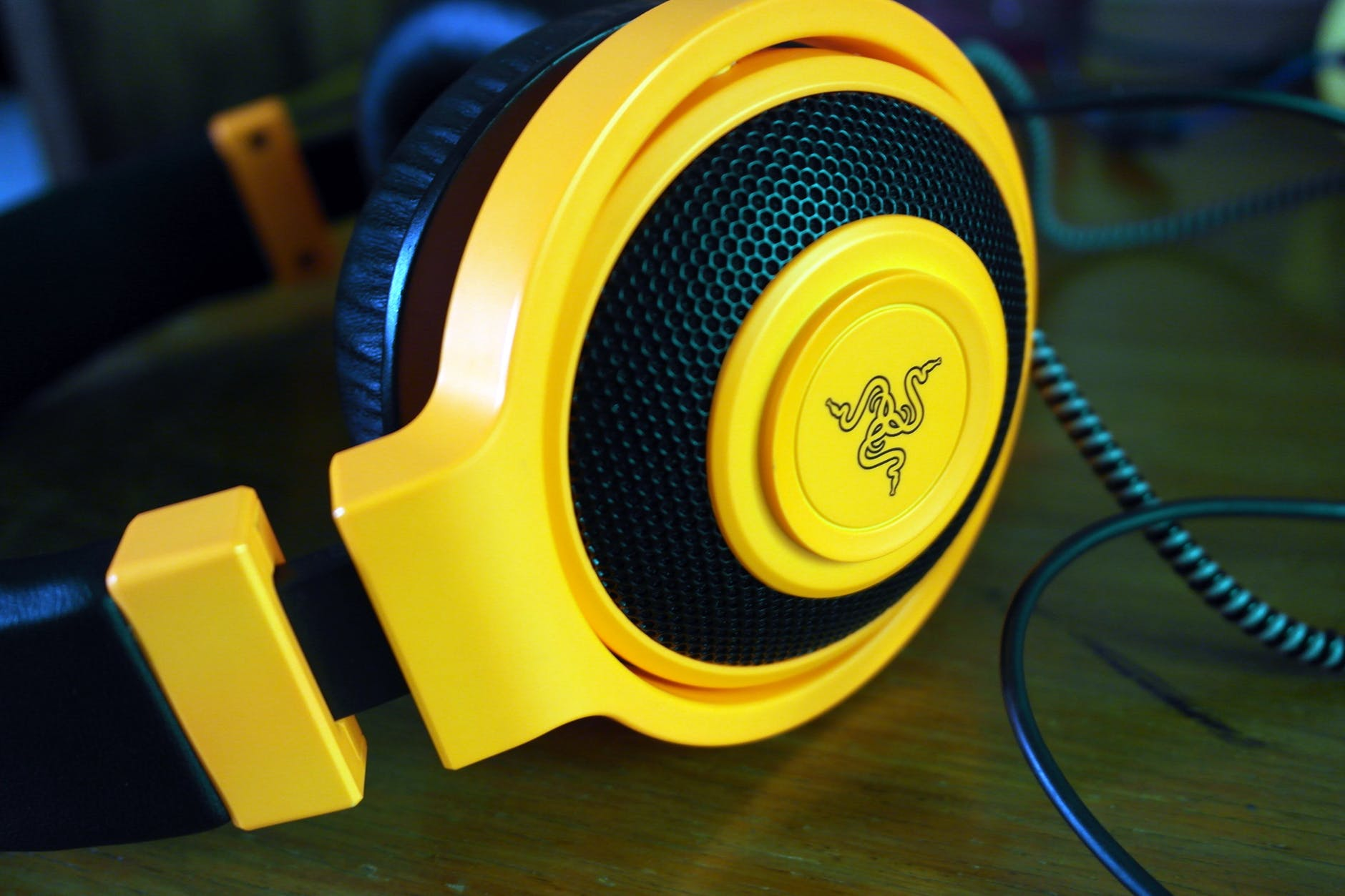close up device headphone headset