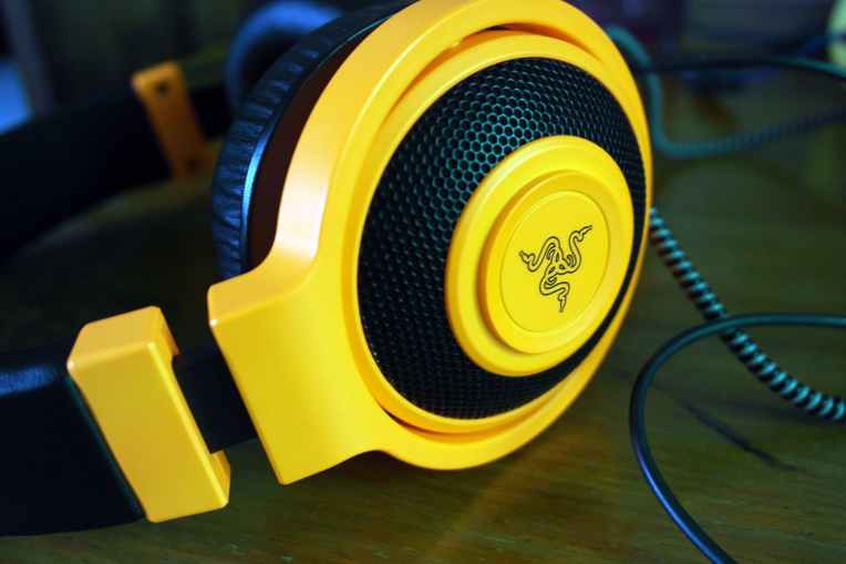 close up device headphone headset